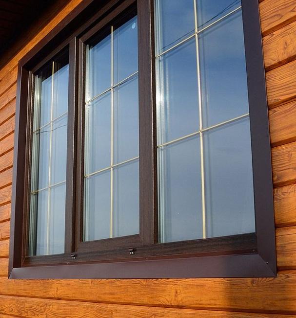 ламинированные окна частного дома с декоративной раскладкой