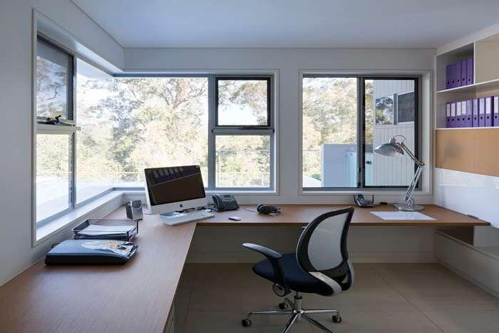 Красивый кабинет в частном строении