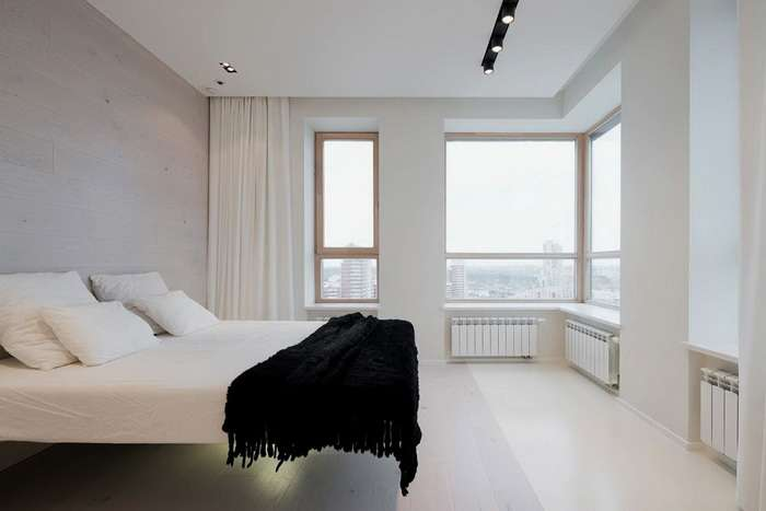 спальня в светлых тонах в частном жилом доме