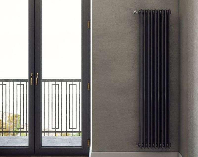 Настенный радиатор не прогреет все пространство окна