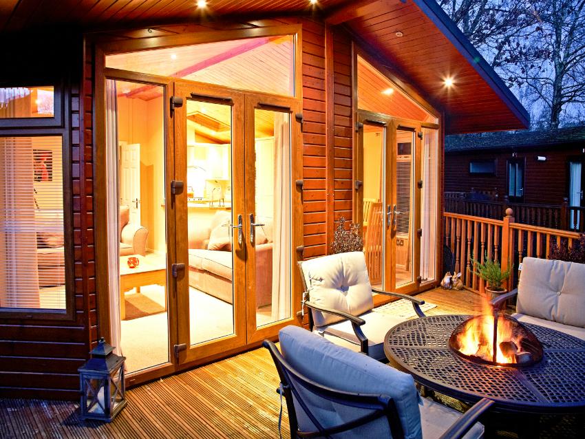 Экрер часто используют для внешней стороны дома, реже - для выхода во внутренний двор