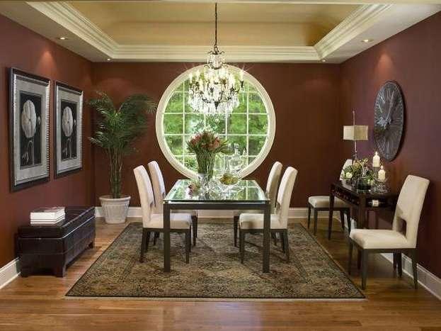 окно круглой формы в частном красивом доме